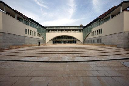vue du parvis du palais de justice de Besançon